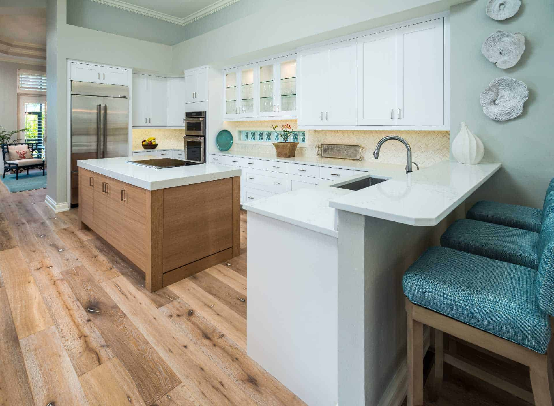 A fully-furnished open kitchen with an island